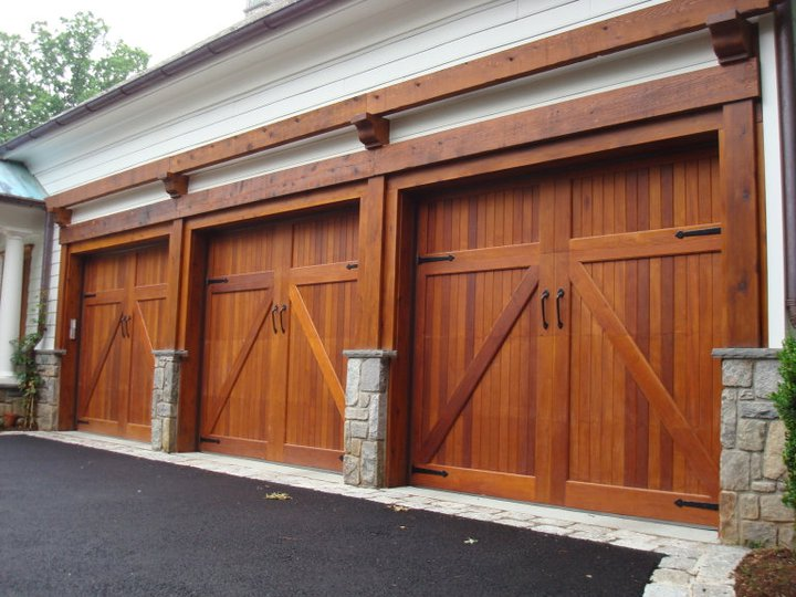 Wood garage doors and carriage doors clearville for Wood looking garage doors